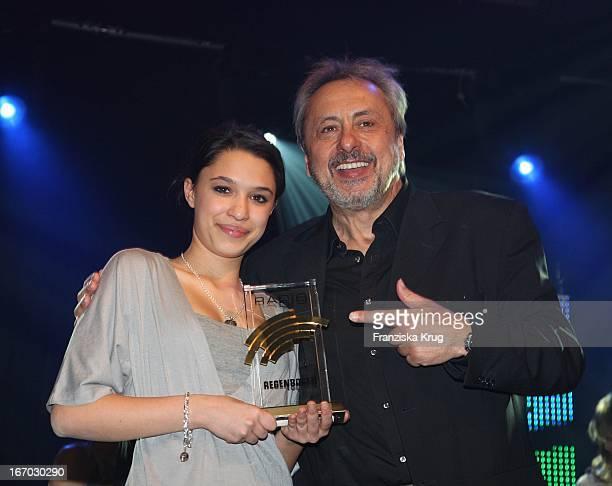 Preisträgerin Mina Und Schauspieler Wolfgang Stumph Bei Der Verleihung Des Medienpreis Radio Regenbogen Award Der Medienpreis Aus Baden Württemberg...