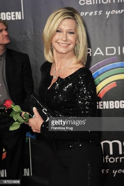 Preisträgerin Olivia Newton John Beim Radio Regenbogen Award In Der Schwarzwaldhalle In Karlsruhe