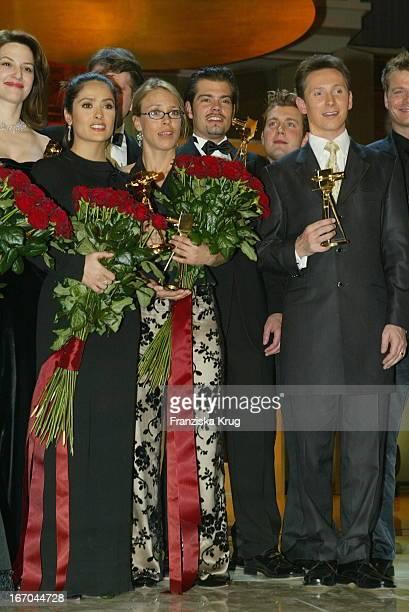 Preisträgerin Salma Hayek Und Anneke Kim Sarnau Bei Der 38 Verleihung Der Goldenen Kamera Von Der Zeitschrift Hörzu Im Berliner Konzerthaus