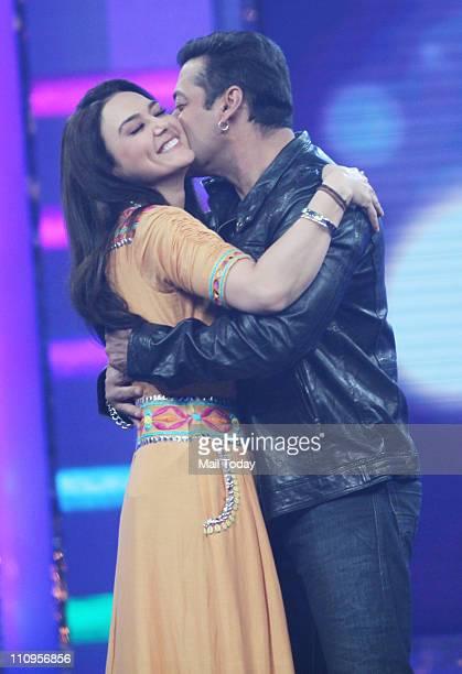 Preity Zinta and Salman Khan on the sets of Guinness World Records - Ab India Todega.