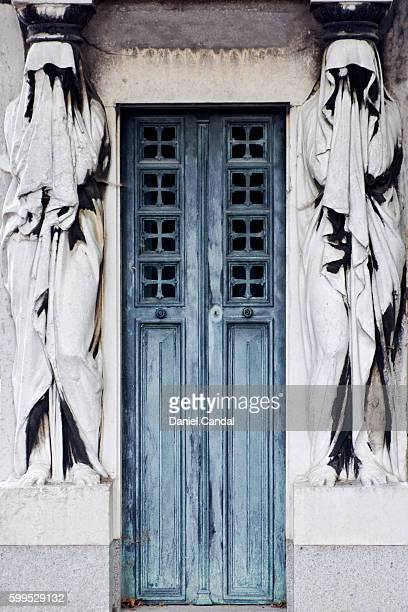 père-lachaise cemetery crypt entry, paris (france) - crypt stock photos and pictures