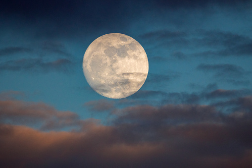 Prelude To The Supermoon - gettyimageskorea