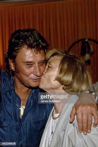 Premier concert anniversaire de Johnny Hallyday - Johnny dans sa loge avec sa mère Huguette Galmiche