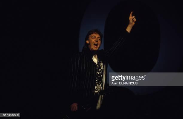 Premier concert de The New World Tour la nouvelle tournee mondiale de Paul McCartney le 18 fevrier 1993 a Milan Italie