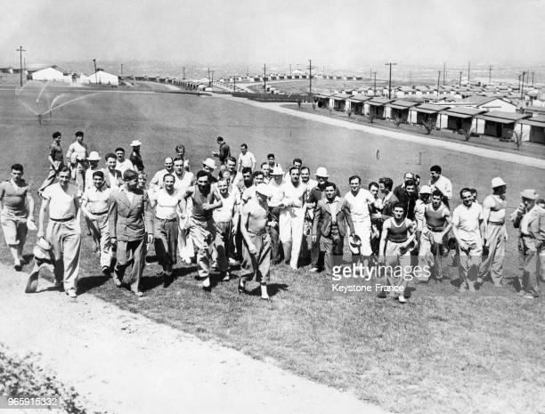 Premier dîner avec le sourire des athlètes français masculins au village olympique le 28 juillet 1932 à Los Angeles Californie EtatsUnis