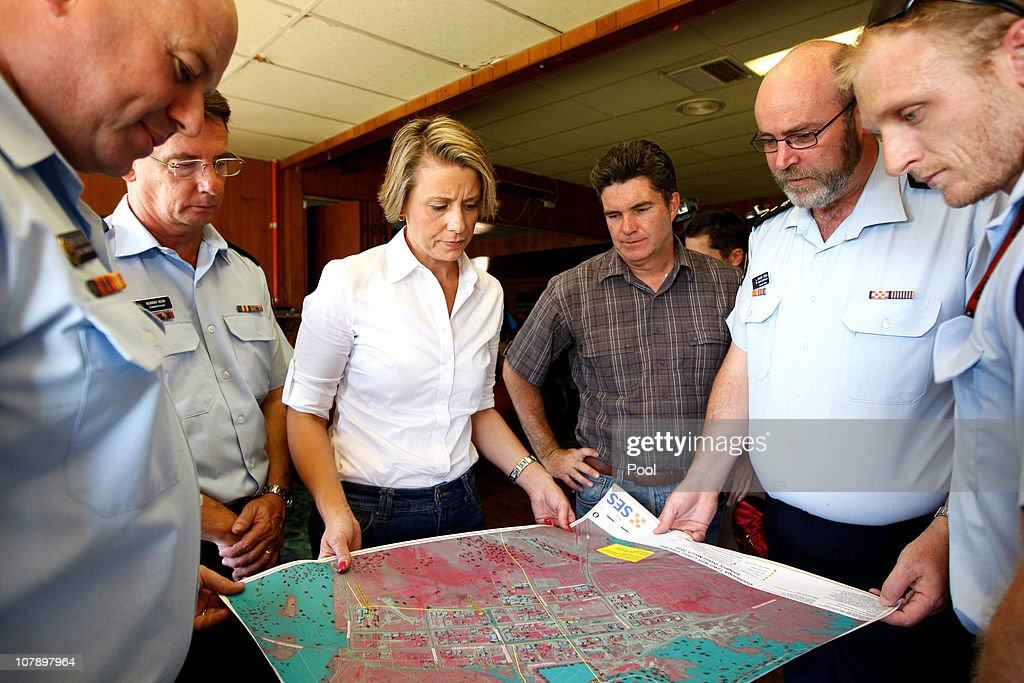 NSW Premier Visits Flood Threatened Town