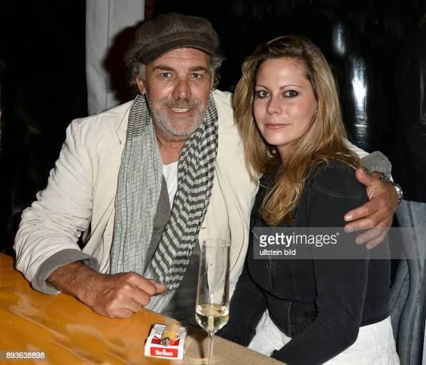Premiere der Inszenierung Unter Geiern Der Geist des Llano Estacado mit Premierenfeier in Christian Kohlund mit Tochter Francesca