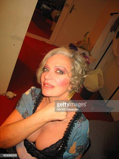 Premiere of the play 'Jesus quail' has the Espace Pierre Cardin'' PARIS staged by Jacques DARCY plan smiling face of Marie Laforet seated in her box