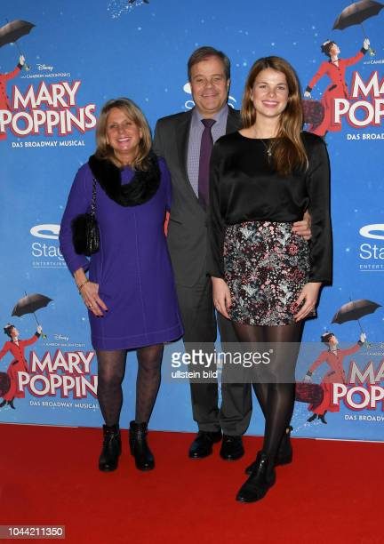 Premiere von Mary Poppins Ð Das Musical in Hamburg Roten Teppich am 25 Februar 2018 im Stage Theater an der Elbe Bernd und Anja Glathe mit ihrer...