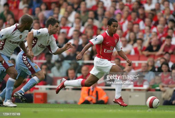 Premiership Football, Arsenal v Aston Villa, Arsenal substitute Theo Walcott outpaces the Villa defence.