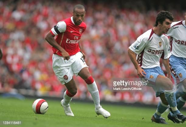 Premiership Football, Arsenal v Aston Villa, Thierry Henry of Arsenal wrong foots the Villa defence.