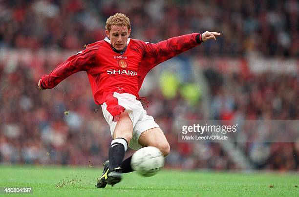 Premiership, Manchester United v Crystal Palace, Nicky Butt of United fires in a shot.