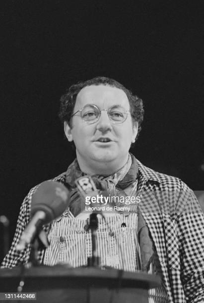 Première conférence de presse de Michel Colucci, alias Coluche, officiellement candidat à la Présidence de la République. Paris, le 30 octobre 1980.
