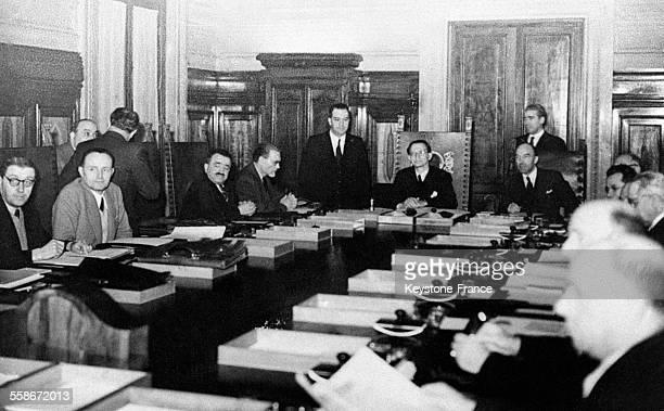 Première séance du Conseil des ministres sous la présidence de Alcide De Gasperi à Rome Italie en juin 1946
