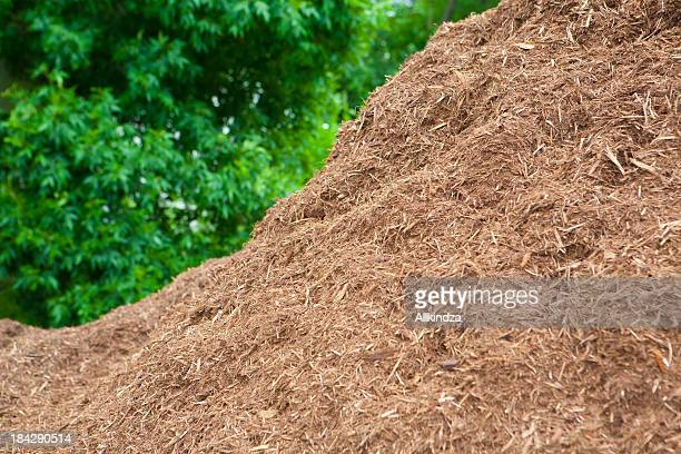premium pile of hardwood mulch - mulch stock pictures, royalty-free photos & images