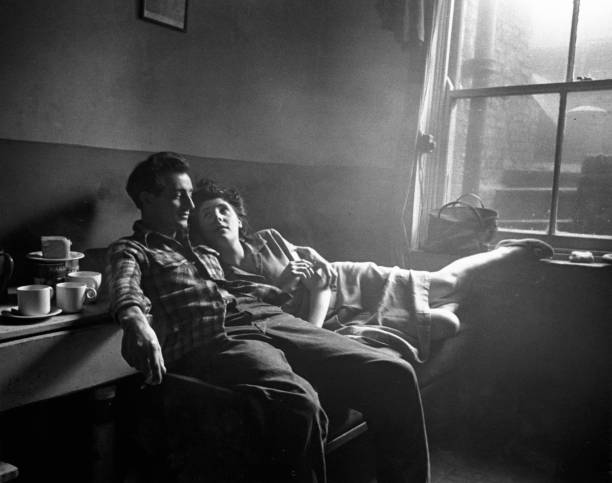 UNS: The Sunday Feature: Life In The Elephant by Bert Hardy