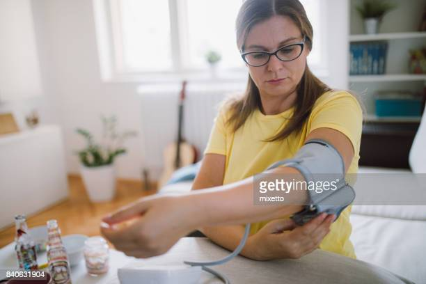 preparation checking blood presure - blood pressure gauge stock pictures, royalty-free photos & images
