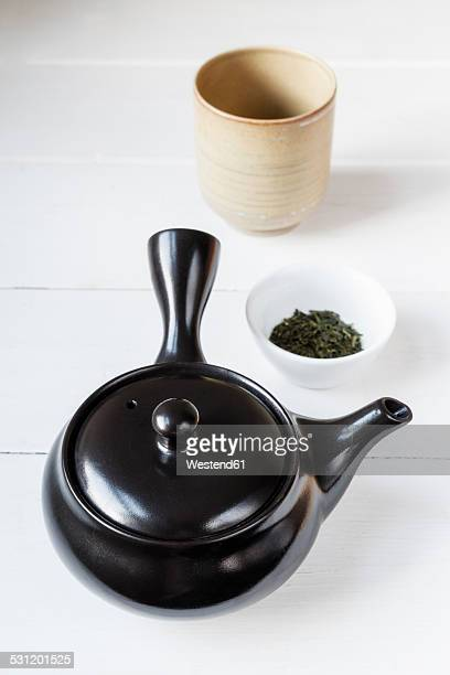 Preparation of green tea with a Kyusu teapot
