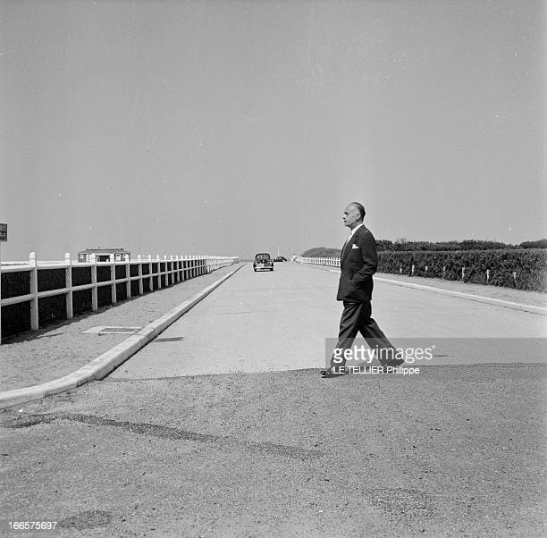 Preparation Of The Shooting Of 'Nana' Directed By ChristianJaque With Charles Boyer Normandie 1955 Lors de la préparation du tournage du film 'Nana'...