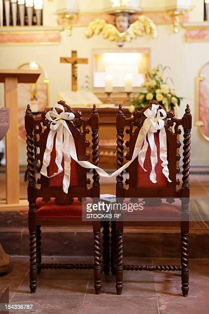 preparations for a church wedding - church wedding decorations stock pictures, royalty-free photos & images