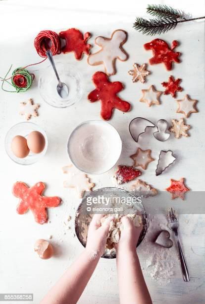 preparations for christmas biscuits - sugar baby imagens e fotografias de stock