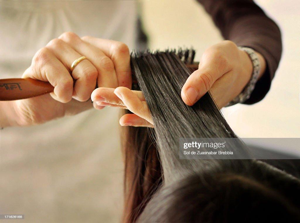 Preparativos: el peinado. : Stock Photo