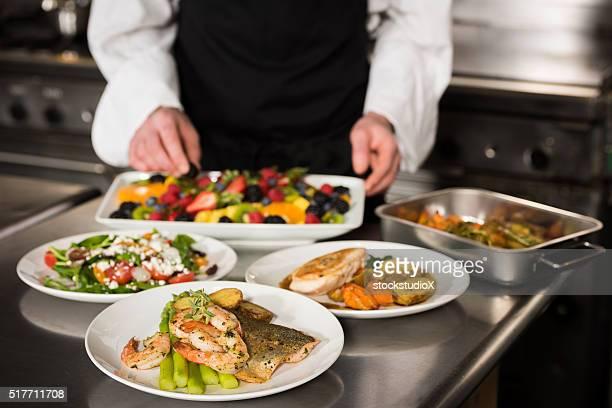 調理したお料理で、グルメキッチン - コース料理 ストックフォトと画像