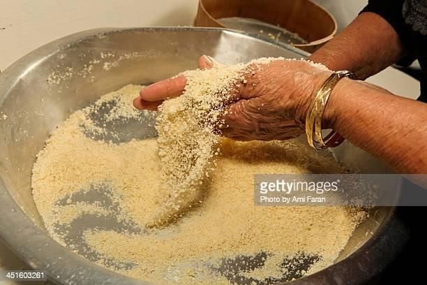preparing couscous - couscous photos et images de collection