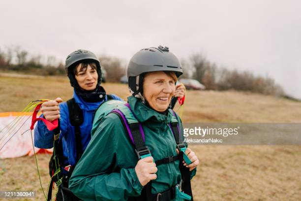 preparing for a flight with the instructor - female friendship stock pictures, royalty-free photos & images