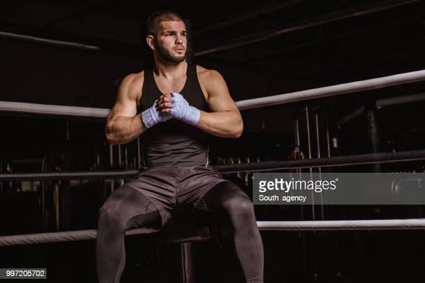 prepararsi per il combattimento - turno sportivo foto e immagini stock