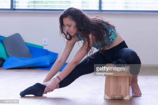 preparing for workout. - ankle length stock pictures, royalty-free photos & images