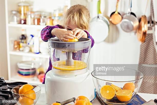 Die Zubereitung von frischen, hausgemachten Orange Juice