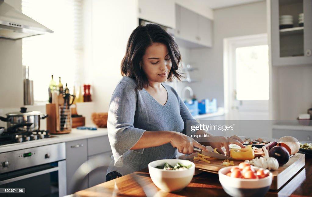 Preparing her favourite dish : Foto de stock