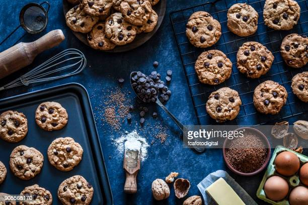 preparing homemade chocolate chip cookies - baking sheet stock pictures, royalty-free photos & images