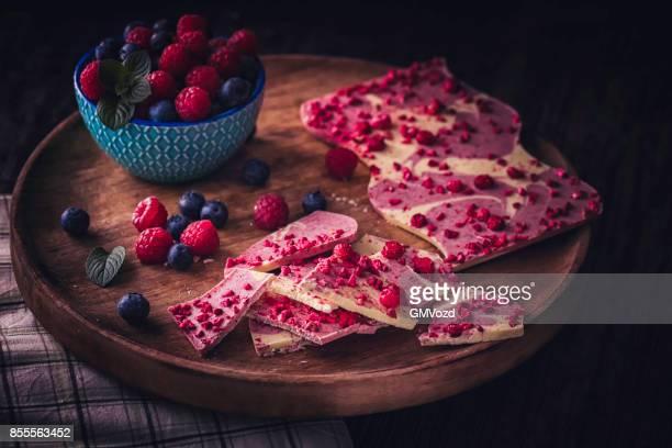 Vorbereitung hausgemachte gute Qualität Berry Schoko Riegel
