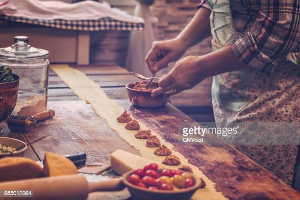 Hausgemachte Ravioli Pasta vorbereiten