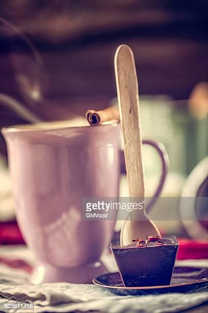 Préparation chaud piment Bar avec cuillère de chocolat