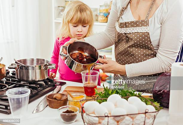 Vorbereitung natürlichen Färbungsprozess Färben Eier für Ostern