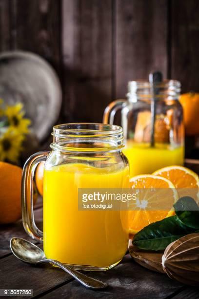 Preparación de jugo de naranja en casa