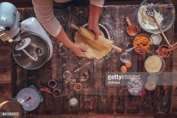 preparação de torta de abóbora para as festas de fim de ano - receita - fotografias e filmes do acervo