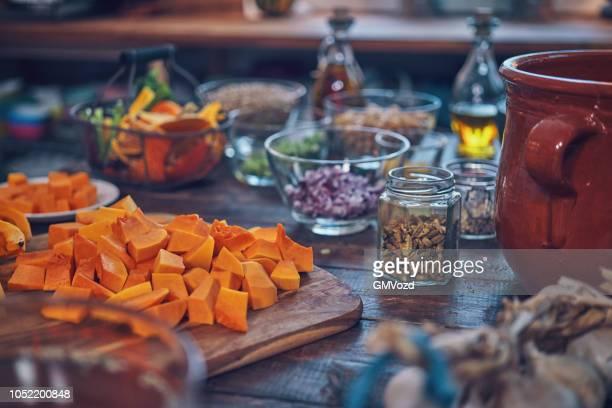 Zubereitung Kürbis-Eintopf mit Kichererbsen, Sellerie und Linsen ach