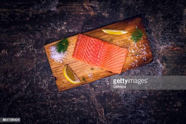 Preparación de plato de filete de salmón