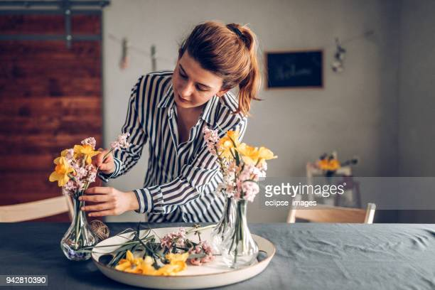preparing table for dinner - arranging stock pictures, royalty-free photos & images