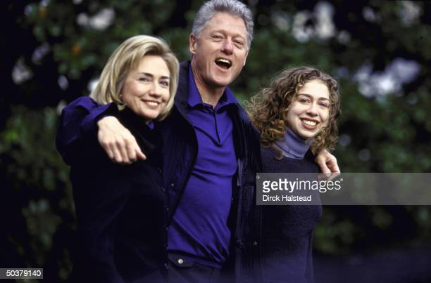 Pres Bill Hillary Rodham Clinton daughter Chelsea leaving White House in closeknit happy family portrait