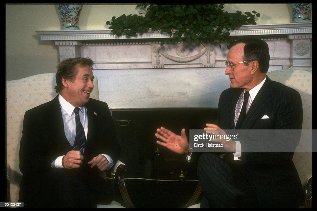 George H. W. Bush;Vaclav Havel : News Photo