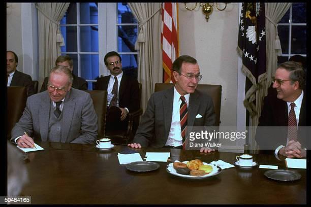 Pres Bush mtg w House Spkr Wright Sen maj Ldr Mitchell at WH