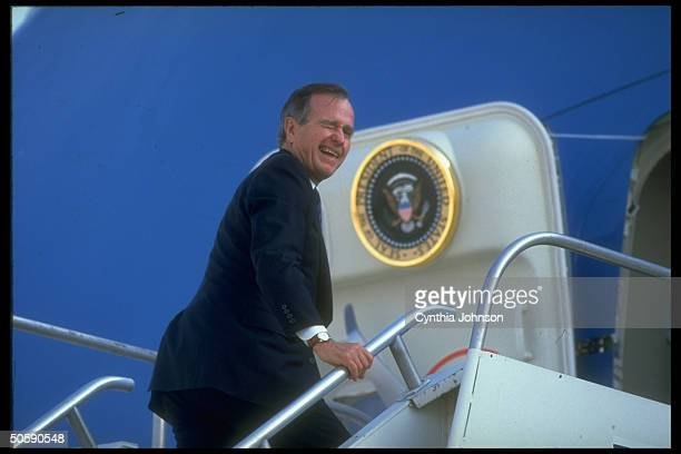 Pres Bush turning winking before bding presidential plane during GOP campaignboosting tour leaving IA