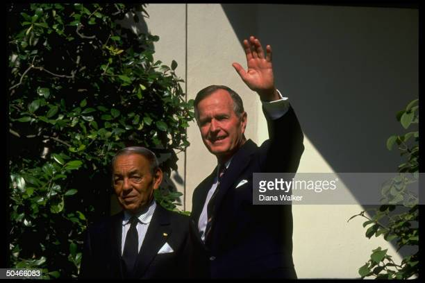 Pres Bush w King Hassan of Morocco framed by foliage during WH arrival ceremony