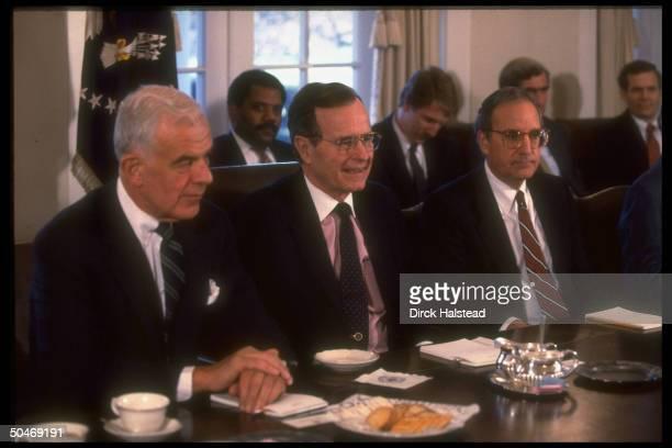 Pres Bush w Sen George Mitchell House Spkr Tom Foley in WH Cabinet Rm mtg w Capitol Hill ldrship re Iraq gulf crisis