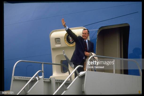 Pres George Bush waving before boarding Air Force One leaving after attending Ameriflora exposition opening